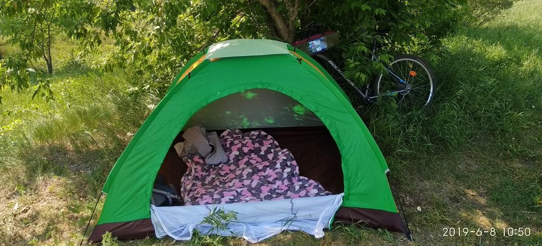 на велосипеде с палаткой